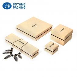Custom China factory made small paper bracelet case