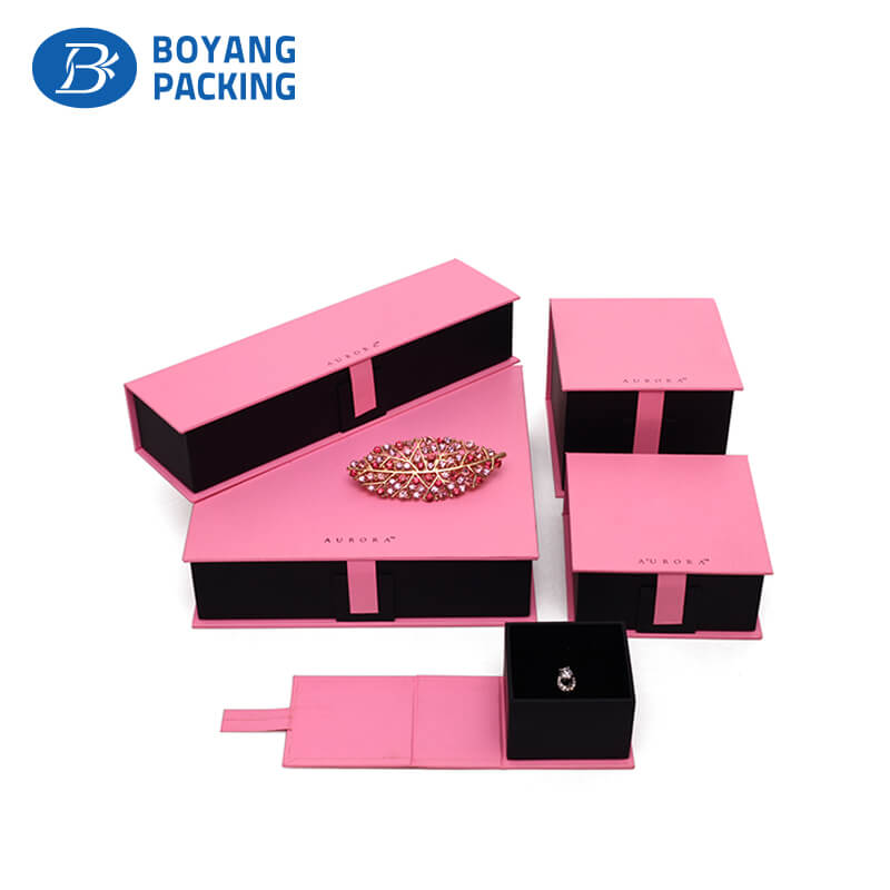 Customized Pink Luxury Gift Packaging Boxes Jewelry Gift Boxes